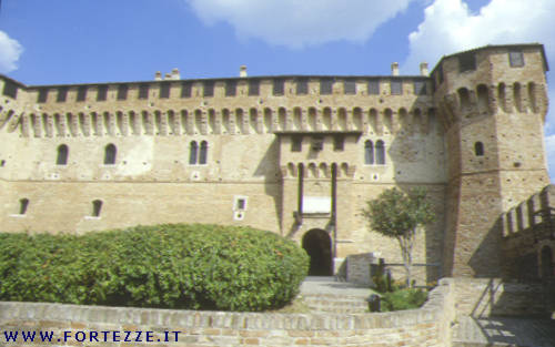 [IMG]http://www.fortezze.it/photo/marche/Gradara_08.jpg[/IMG]